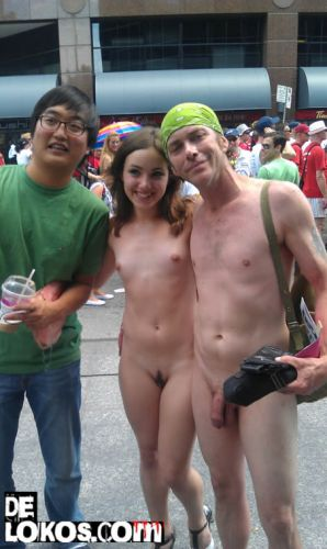 nudistas por la calle