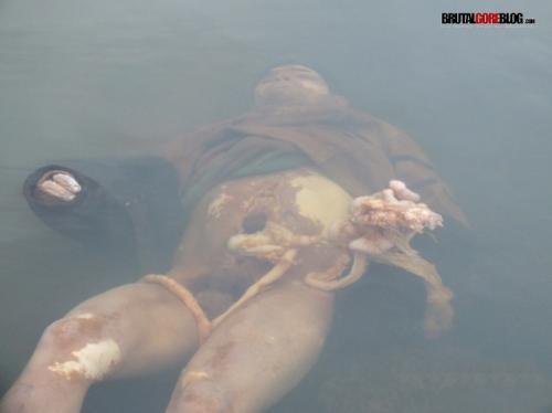 Fotos de asesinatos, Muerto de un navajazo en el abdomen
