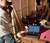 Lesbiana graba videos porno a cambio de dinero