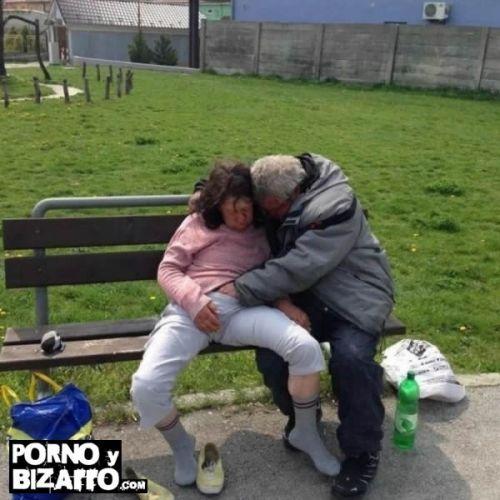 Mis padres en el parque