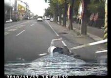 Imagen Hay que mirar antes de cruzar por un paso de peatones