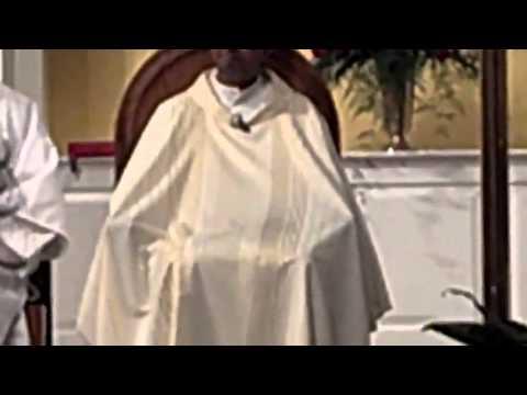 Cura se hace una paja en plena misa, ay como esta el clero