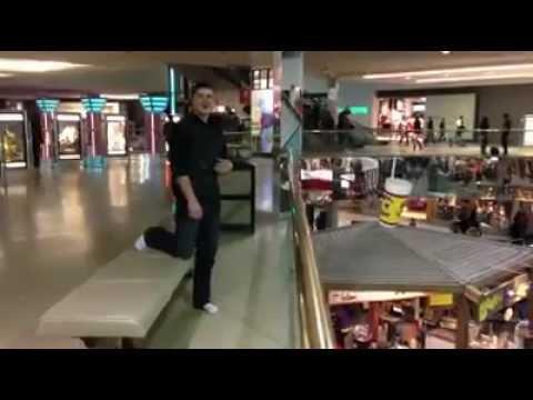 Balconing en el centro comercial