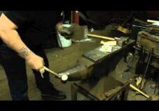 Imagen Cómo encender un cigarro con un martillo