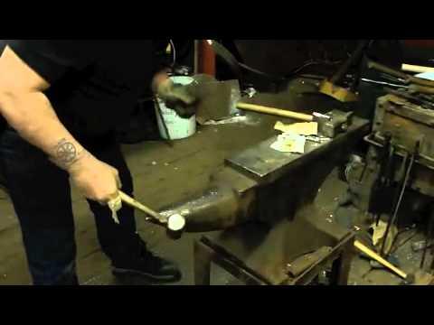 Cómo encender un cigarro con un martillo