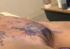 Imagen Mira como la hacen un Tatuaje en el coño