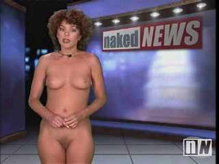 Carmen Russo dando las noticias desnuda