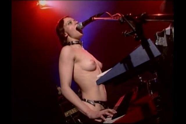Es la hora del Rock nudista