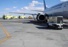 Imagen Mecánico succionado por turbina de avión
