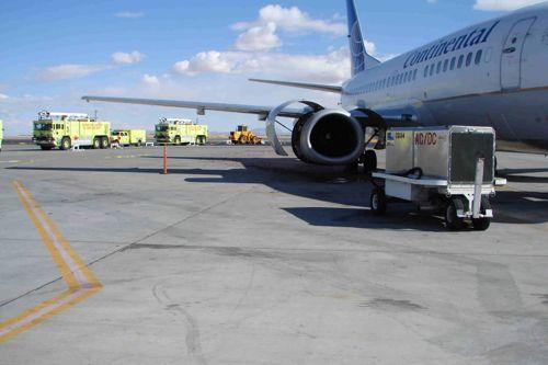 Mecánico succionado por turbina de avión