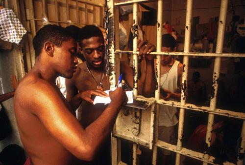 Asi se rehabilita un violador en Brasil