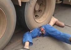 Imagen Es ver un muerto aplastado y todo el mundo le hace fotos