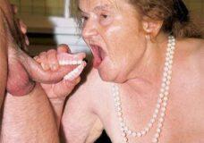 Imagen Abuela mejor se chupa sin dientes