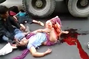 El hombre muerto y la mujer con las piernas colgando
