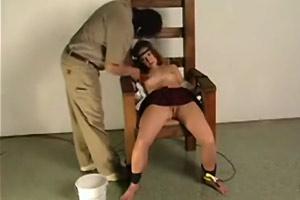 Tortura sexual en silla eléctrica