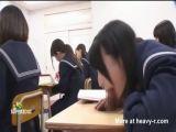 Chupando polla en clase