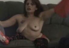 Imagen Mujer inválida en silla de ruedas se desnuda delante de la webcam