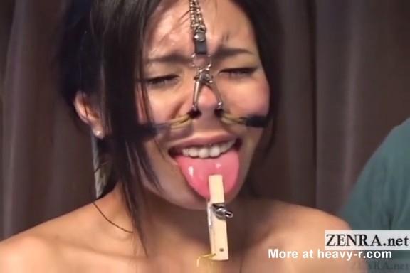 Japonesa colgada de las fosas nasales