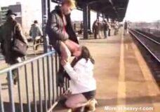 Imagen Lesbianas se comen el coño y mean en la calle