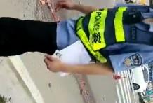 Mujer aplastada en el asfalto