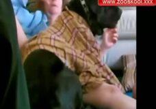 Imagen Enseña al perro a follar con su esposa
