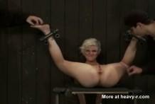 Mujer poseida por un salvaje Orgasmo