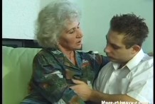 Vieja Abuela viola a un jovencito