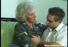 Imagen Vieja Abuela viola a un jovencito