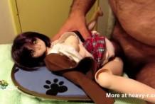 Se folla una muñeca de juguete