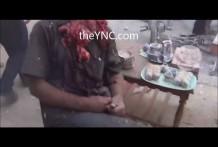 Hombre sentado sin cabeza