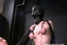 Rubia entregada a la humillacion y a la tortura