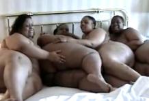 Cuatro super gordas negras lesbianas