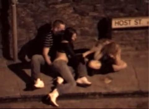 Sexo en la calle con chicas borrachas
