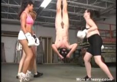 Imagen Boxeo con sus genitales