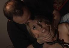 Chica Bondage castigada en silencio