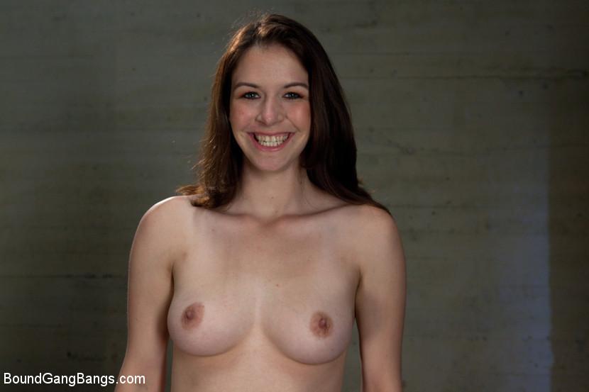 Escndalo por fotos de estudiantes desnudas de Escuela