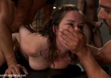 Gangbang extremo con una dulce adolescente, fotos porno