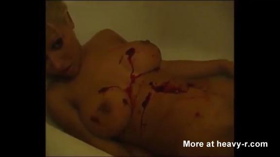Tetona desnuda asesinada a tiros por dos intrusos