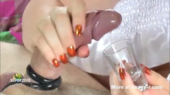 jovencita dandose un bano cachondo