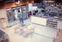 Tratan de robar al hombre equivocado