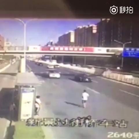 Suicidio extremo en la carretera