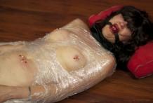 fotos porno bizarras, mujeres envueltas en plastico, bdsm, sexo esclavas, sado, fetiches