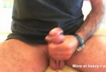 Destornillador dentro del agujero del pene