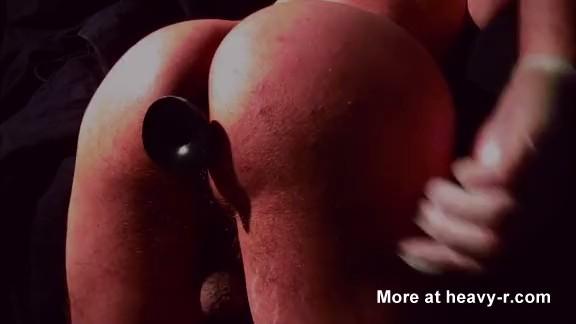 dildo con caca thumb0 - Gay con un culo sexy se saca la caca con un dildo