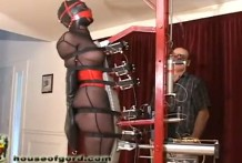Esclava prueba la nueva máquina de tortura !