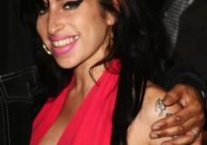 Cuando Amy Winehouse's se operó las tetas