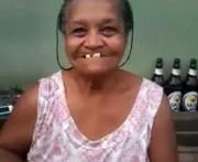Bonita dentadura señora pero enseñe una teta por favor