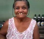 Imagen Bonita dentadura señora pero enseñe una teta por favor