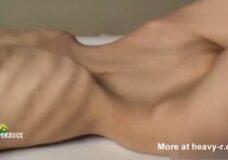 Imagen Perra esquelética baila por que quiere sexo
