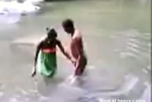 Chica Africana pierde la virginidad delante de la tribu miniatura